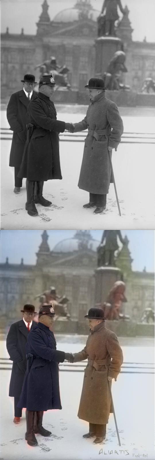 Charly Chaplin vor dem Reichstagsgebäude 1931